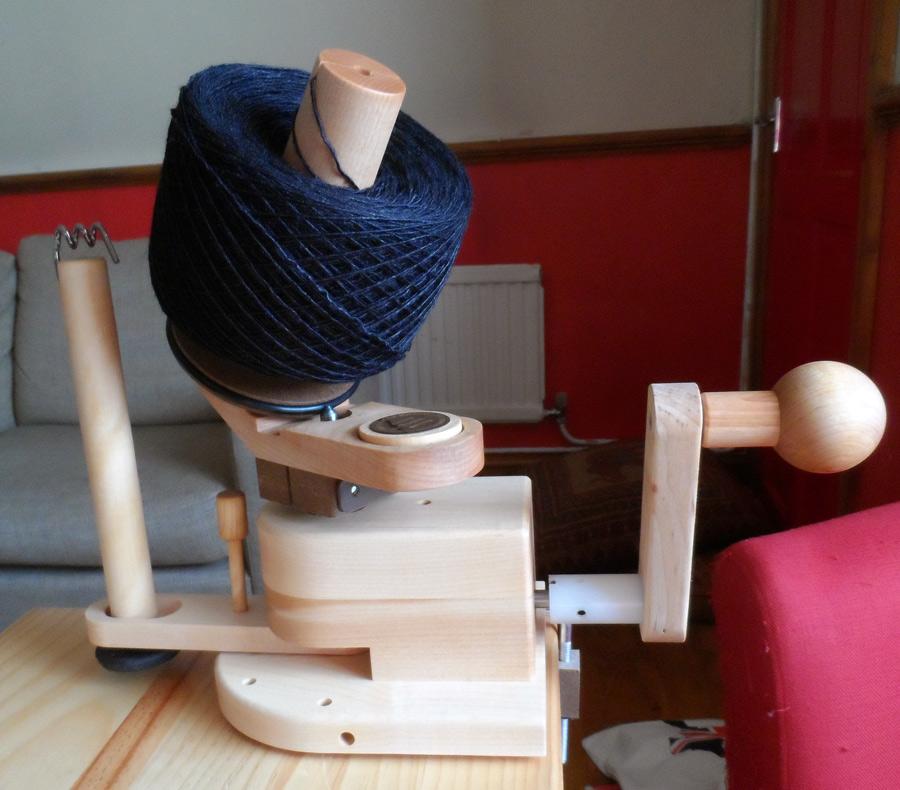 Heavy duty wood wool winder